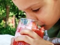 pijące dziecko